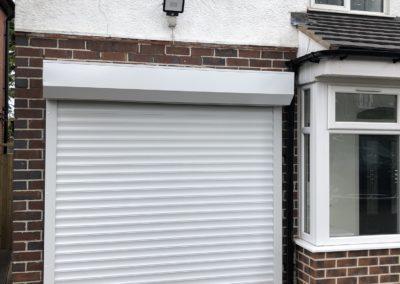 External roller shutter door